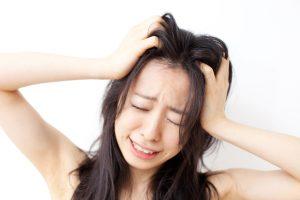 白髪染めをしたら、髪がギシギシになるのはなぜですか?